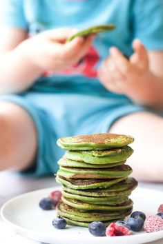 A green smoothie is transferred into these green smoothie pancakes by adding a little wholemeal flour and egg. Great for baby-led weaning (blw)