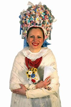 Tradicional costume from Poznań (Must be why I like hats so much:-) Polish People, Wedding Costumes, Drawing Clothes, Folk Costume, Acrylic Paintings, Historical Clothing, Poland, Captain Hat, Culture