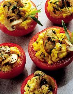 Tomates aux oeufs brouillés et champignons Seitan, Tempeh, Tofu, Bon Appetit, Baked Potato, Entrees, Breakfast Recipes, Brunch, Favorite Recipes