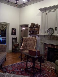 1000+ images about Colonial or Early American Living Rooms ...
