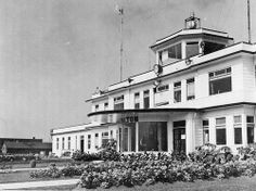 The terminal and administration building at Malton Airport The Toronto Harbour Commission constructed this wood frame terminal in. Toronto Airport, Toronto City, Old Pictures, Old Photos, Luxury Jets, Canadian History, Historical Architecture, Canada Travel, Landscape Photos