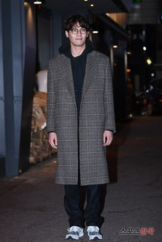 """Choi Daniel Attends Wrap-up Party for """"Jugglers"""""""