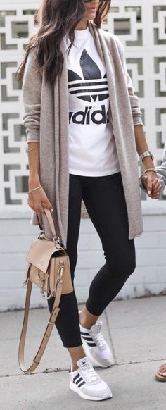 Trendy fall women outfits Related posts: Best Casual Fall Outfits Für Teenager … 15 Simple Fall Outfits Ideas You Should Already Own 26 Trendy Fall Women Outfits to Copy Right Now Cute fall outfits women Cardigan Style, Cardigan Fashion, Long Cardigan, Mode Outfits, Sport Outfits, Casual Sporty Outfits, Athleisure Outfits, Casual Leggings Outfit, Trendy Fall Outfits