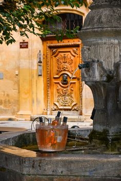 The most BRILLIANT way ever to chill your wine - fountain in Aix-en-Provence, France