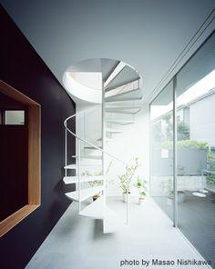 土間から2階に続く螺旋階段(撮影:西川公朗)(クウハウス)- その他事例