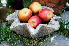 Můžete si vyrobit nejen květináče, ale třeba i zajímavou misku na ovoce; Archiv redakce