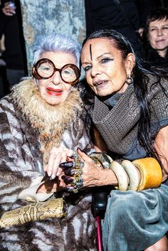 Iris Apfel and Michele Lamy at Rick Owens. 50 Y Fabuloso, T Magazine, Advanced Style, Look Cool, Old Women, My Idol, Style Icons, Cool Photos, Glamour