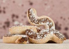 Inucatoli o nucatuli, sono dolci siciliani a forma di sigaro che venivano realizzati anticamente con una base di pasta frolla senza uova, e ripieno di frutta secca e candita. Sono tipici di Butera, un comune …