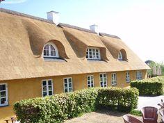 Kviste | Ny kviste på stråtaget | Sjælland Cottage Living, Cottage Homes, Cabin, House Styles, Cottages, Sims, Appreciation, Google Search, Heart