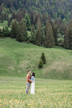 Verlobungsshooting in Bizau mit Video. Hochzeitsvideo in Vorarlberg. Mountain Weddings, Mountain Elopement, Bergen, Visit Austria, Location, Destination Wedding, Most Beautiful, Elopements, Couple Photos