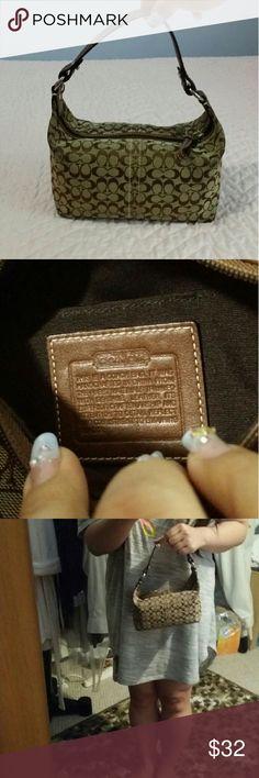 Coach Handbag Like new. 100% Authentic. Make me an offer ♡ Coach Bags Hobos