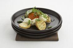 Een overheerlijke aardappeltjes met mozzarella en tomatenpistou, die maak je met dit recept. Smakelijk!