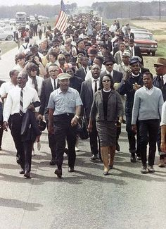 Martin Luther King Jr Coretta Scott King on the five-day march to Montgomery, Alabama, March 1965 Martin Luther King, Black History Facts, Black History Month, Black Power, We Are The World, In This World, Kings & Queens, Coretta Scott King, By Any Means Necessary