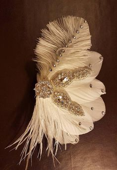 Gatsby Flapper 1920s  fascinator, Bridal Crystal Hair Fascinator, Sparkly wedding fascinator,  cocktail party hairpiece,  bridal white feather fascinator,  bridal head piece,  bride hair piece.  Crystal Feather Hair clip     READY TO SHIP    Looking for that little  Stunning Crystal  & jewel feather fascinator, Then this  is  perfect accessory for the bride, or any special occasion   mix of offwhite feathers and a sparkling crystal  jewel.    This piece comes mounted on an alligator hair…