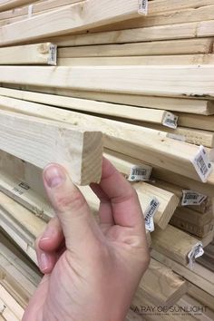 Farmhouse Frames, Farmhouse Signs, Farmhouse Decor, Wooden Crafts, Wooden Diy, Diy Wood Stain, Homemade Signs, How To Make Signs, Diy Wood Signs
