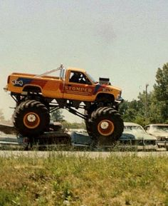 Monster truck Monster Trucks, Monster Jam, Chevy 4x4, Chevy Pickups, Lifted Trucks, Pickup Trucks, Pallet Chest, Old Tractors, Big Wheel