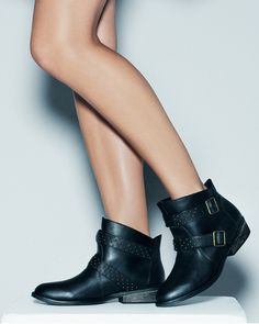 I NEED THESE BOOTS.