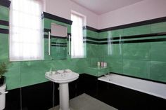 Art Deco three bedroom detached house for sale ~ Fife, Scotland. Love this bathroom!