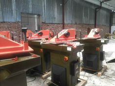 Second hand used swing arm Cutting machine swing arm clicking presses machine Swing Beam Die Cutting Machine Shoemaking, Press Machine, Die Cutting, Beams, Arm, Italy, Arms, Italia