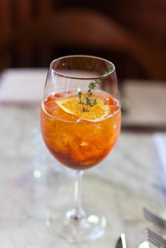 3 trendy wine cocktails that you need to try right now: Spanish Sangria, Champagne Punch, and Aperol Spritz. Sparkling Wine Cocktail Recipes, Wine Cocktails, Cocktail Making, Cocktail Drinks, Cocktail List, Sangria, Cocktail Ideas, Summer Cocktails, Yummy Drinks