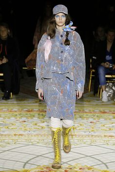 See all the Vivienne Westwood Fall/Winter photos on Vogue. Vivienne Westwood, Runway Fashion, Girl Fashion, Fashion Design, The Vivienne, Fashion Show Collection, Fall Winter, Winter 2017, British Style