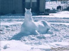 Snow Horse An aha moment. Have my art students sculpt in the snow, then take pics Snow Scenes, Winter Scenes, Snow Sculptures, Metal Sculptures, Ice Art, Snow Art, Snow And Ice, Equine Art, Winter Fun