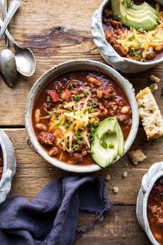 Winter Cravings: Chili - Sarah Lagen Slow Cooker Chili, Slow Cooker Turkey, Healthy Slow Cooker, Healthy Crockpot Recipes, Slow Cooker Recipes, Healthy Dinner Recipes, Vegan Recipes, Chili Recipes, Fall Recipes