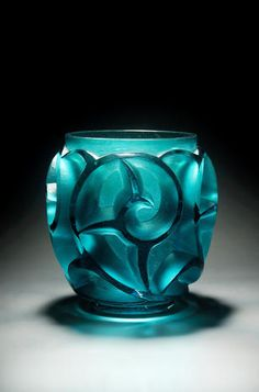 René Lalique, design 1926 'Tourbillons' A 'Sea Green' Glass Vase the heavily moulded vessel with deep swirls, in an unusual 'sea green' colour Art Nouveau, Glass Design, E Design, Vases, Antique Glass, Antique Silver, Chandeliers, Colored Glass, Decoration