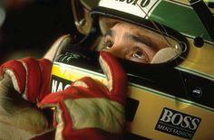 Recordando a Una Leyenda.  El día de hoy se conmemoran 20 años de la partida de uno de los pilotos de Fórmula 1 más grandes de la historia, si no es que el más grande. El 1 de mayo de 1994, el brasileño Ayrton Senna da Silva corrió su última carrera, y aprovechamos el día de hoy para hacerle un homenaje.