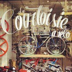 La Courtoisie à Vélo - Une exposition de Yannis Varoutsikos au Bicycle Store jusqu'au 28 Juillet 2012.