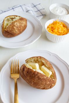 Air fryer baked potato is the ultimate - it makes the skin on the outside crispy and the inside perfect. Takes less time to bake than in the oven! Steak Fajita Recipe, Steak Fajitas, Air Fryer Baked Potato, Making Baked Potatoes, Health Dinner, Cooking Time, Sour Cream, Oven, Dinner Recipes