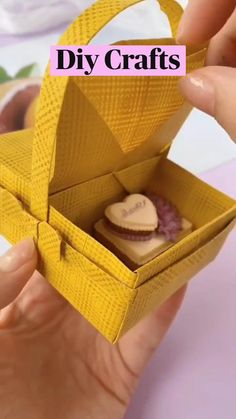 Cool Paper Crafts, Paper Crafts Origami, Crafts With Cardboard, Diy Paper, Paper Folding Crafts, Diy Origami, Diy Crafts For Girls, Diy Crafts To Do, Diy Arts And Crafts