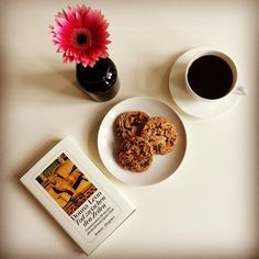 This is how I love my Monday afternoon! Reading a good book while enjoying an awesome organic coffee and incredible delicious chocolate chip cookies. ☀️ #instagood #instadaily #instacoffee #inspiration #mindfulliving #organic #coffee #chocolate #cookie #bestseller #book #flower #monday #afternoon #enjoying #photooftheday #pic #life #kaffee #kekse #buch #blumen #fotodestages #entspannt #leben