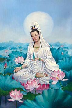 Découvrez La signification des Symboles bouddhistes dans cet article de blog le plus complet sur les Symboles tell que la fleur du lots, le dharmachakra, Le parasol ou parapluie Les Deux Poissons Dorés La Conque La fleur de lotus La bannière de la victoire Urne de sagesse La roue du Dharma ou Dharmachakra Le nœud éternel Mahayana Buddhism, Art Asiatique, Meditation Art, Buddha Art, Goddess Art, Guanyin, Chinese Art, Asian Art, Oeuvre D'art