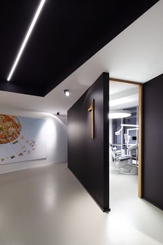 Flippant Dental Office Posts Experts recommend that people view a dentist every 6 Dental Office Decor, Medical Office Design, Home Office Design, Design Offices, Modern Offices, Clinic Interior Design, Clinic Design, Modern Interior Design, Trendy Tree