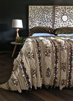 Moroccan Wedding Blanket - Vintage Handira - 200 X / X Bohemian Sequinned Bed Cover Quilt Moroccan Bedroom, Moroccan Decor, Moroccan Lanterns, Moroccan Interiors, Moroccan Tiles, Queen Sheets, Bed Sheets, Moroccan Wedding Blanket, Room Accessories