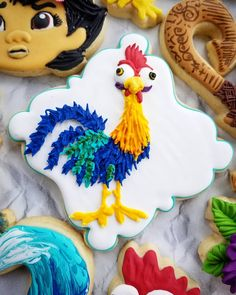 💙 Hei hei deserved 💙 💚 his own post 💚 💛 I could make 💛 ❤ Hei Heis all day! Bolo George Pig, Cookies, Cookie Icing, Instagram, Sugar, Disney, Ideas, Crack Crackers, Biscuits