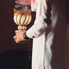 Girl Hand Pic, Girls Hand, Beautiful Green Eyes, Beautiful Hijab, Alhamdulillah, Arab Men Dress, Incense Photography, Arab Men Fashion, Wedding Dress Sketches