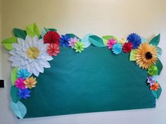 Made this bulletin board for our amazing Spanish teacher - Marlene Flower Bulletin Boards, Summer Bulletin Boards, Teacher Bulletin Boards, Bulletin Board Borders, Classroom Bulletin Boards, Art Classroom, Spanish Bulletin Boards, Spanish Classroom Decor, Sunflower Bulletin Board