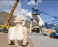 Images of The Forever Marilyn Statue Leaving Palm Springs