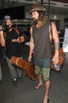 Jason Momoa Photos Photos - Jason Momoa is seen at LAX. - Jason Momoa at LAX