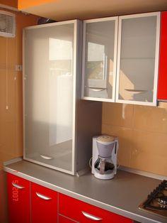 Mobila de bucatarie Masca centrala cu sticla sablata si rame din aluminiu Bathroom Medicine Cabinet, Design