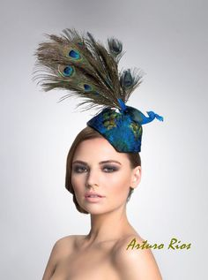 Why use just the feather when you can put the whole peacock on the fascinator? Brilliant! (ArturoRios on Etsy)