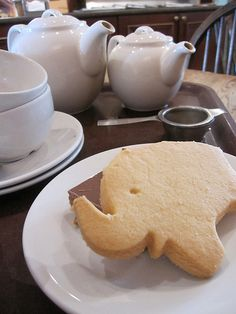 Tea at The Elephant House Edinburgh – otherwise known as the venue J K Rowling wrote Harry Potter