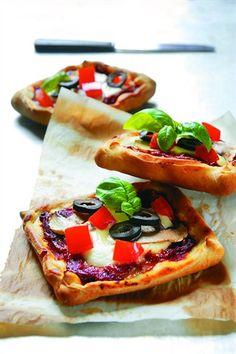 Pizza mozzarella et basilic - Larousse Cuisine