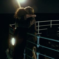 Jack helping Rose back over the rail. Kate Titanic, Titanic Kate Winslet, Real Titanic, Great Films, Good Movies, Never Let Go Jack, Titanic Movie Facts, Leo And Kate, Jack Dawson