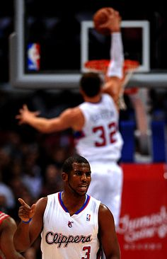 Chris Paul ignores Blake Griffin's dunk