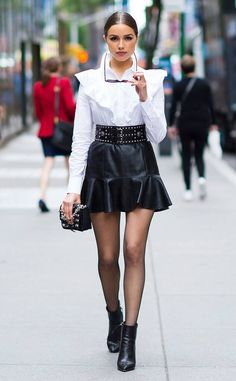 Simply Chic from Olivia Culpo's Street Style - phnics. Olivia Culpo, Star Fashion, Look Fashion, Fashion Outfits, Womens Fashion, Edgy Chic Outfits, Edgy Fashion Style, Ladies Fashion, Urban Fashion