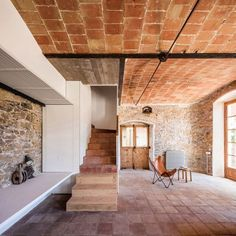 Silo House, Bus House, Architectural Digest, Metal Beam, New Staircase, Spanish Towns, Design Café, Interior And Exterior, Interior Design