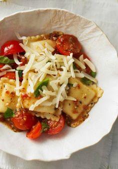 20 receitas de macarrão - Raviolis de carne com molho de tomates